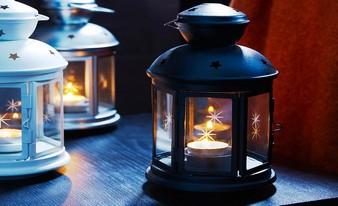 идеальная декоративная свеча на столе