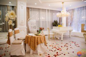 романтическое свидание в зале с роялем недорого