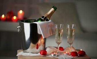 фирменная бутылка шампанского «Fragolino»