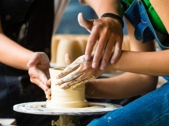 поступок в гончарной мастерской