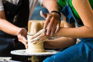 признание в гончарной мастерской