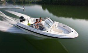 удобная моторная лодка